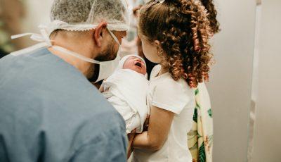 تفسير رؤية ولادة البنت للمتزوجة والعزباء والحامل لأشهر المفسرين