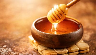 تفسير رؤية العسل في المنام بكل ألوانه للعزباء والحامل والمتزوجة