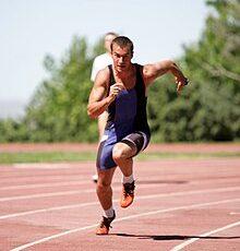 تفسير حلم الركض في الشارع والهروب من أشخاص ركضًا ودلالة الزحف على القدمين