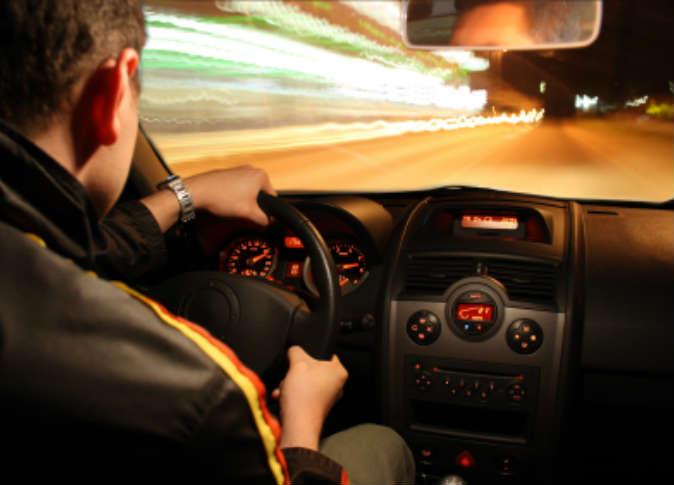 قيادة السيارة في المنام للرجل